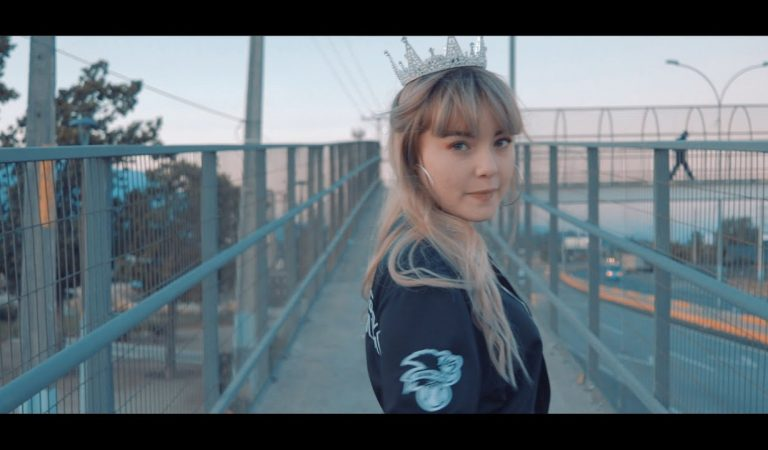 Tatiana Escarlet – 👑La Queen👑 ( video Oficial)